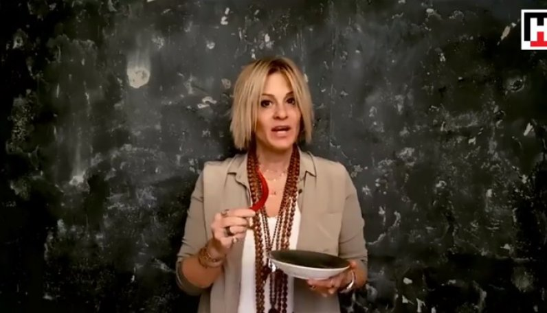 Ayşe Arman, Alper Kaya'nın çağrısına yanıtsız kalmadı. #acıyıhisset kampanyasına destek verdi.
